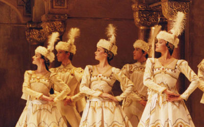 Ballets CONCERTO / VARIATIONS ENIGMA / RAYMONDA acte III en direct du Royal Opera House